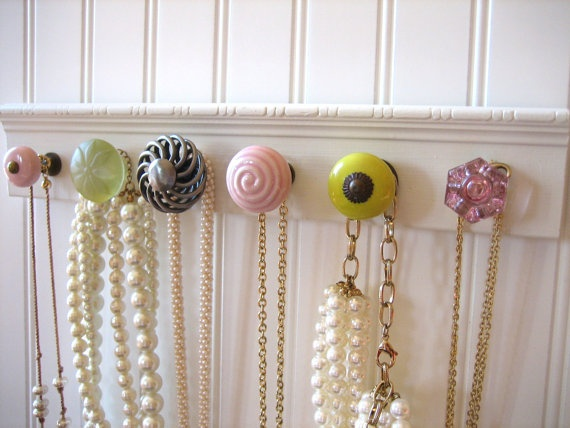 DIY necklace storage: etsy